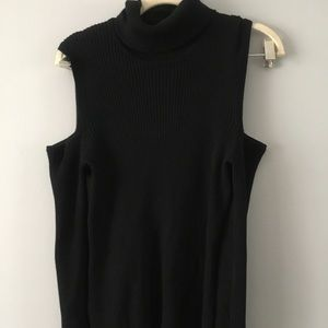 Cable cold shoulder turtleneck Large
